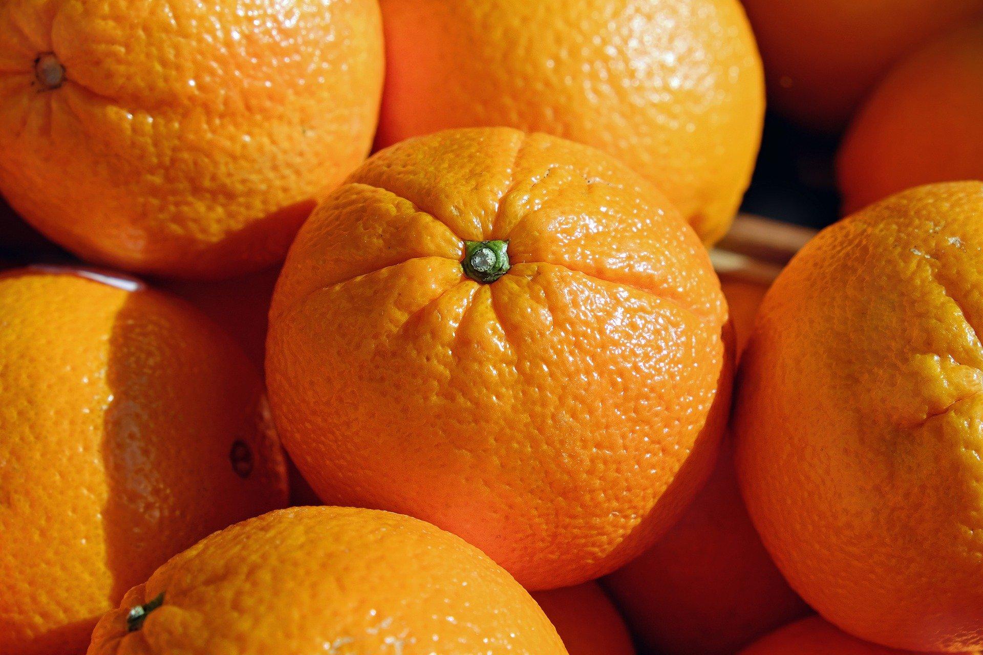 Süß statt bitter – Kirchenaktion bringt 14 Tonnen öko-faire Orangen nach Westfalen